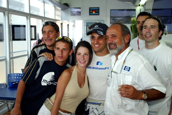 Race winner Juan Pablo Montoya (COL) Williams celebrates victory with Connie Montoya (COL) and his father Pablo Montoya (COL) and Gonzo.