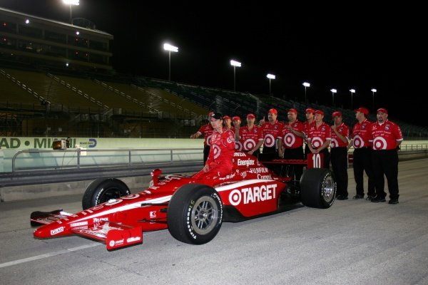 Dan Wheldon (GBR), Target Ganassi Racing, wins the pole. He went on to win the race.IRL IndyCar Series, Rd1, XM Satellite Indy 300, Homestead-Miami Speedway, Homestead, FLorida, USA. 23-25 March 2007.DIGITAL IMAGE