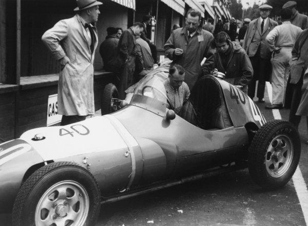 1952 Belgian Grand Prix.Spa-Francorchamps, Belgium. 22 June 1952.Robin Montgomerie-Charrington (Aston-Butterworth NB41) in the pits. Ref-52/23 #15A.World Copyright - LAT Photographic