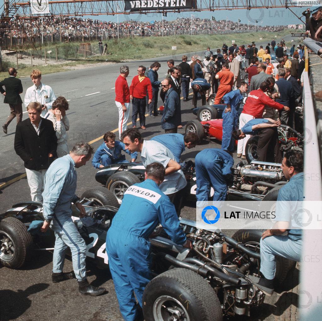 Zandvoort, Holland.22-24 July 1966.Mechanics work on the Cooper T81 Maserati of John Surtees in the pits.Ref-3/2275.World Copyright - LAT Photographic