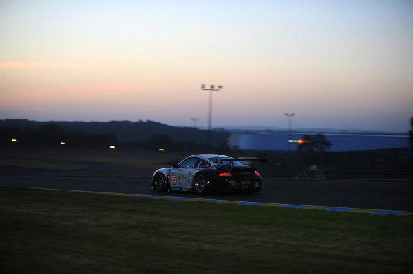 Circuit de La Sarthe, Le Mans, France. 13th - 17th June 2012. RacePaul Daniels/Markus Palttala/Joel Camathias, JWA-AVILA, No 55 Porsche 911 RSR (997). Photo: Jeff Bloxham/LAT Photographic. ref: Digital Image DSC_4521