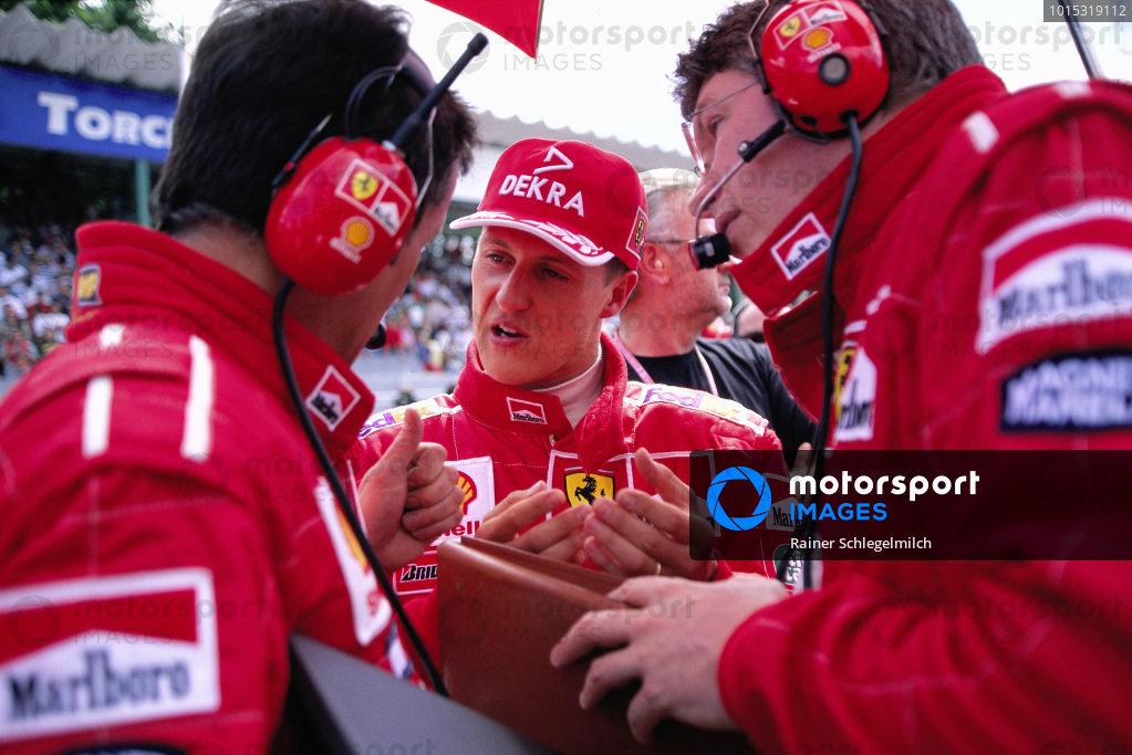 Michael Schumacher with Francesco Barletta and Ross Brawn on the grid.