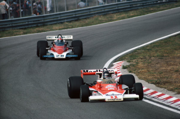 Zandvoort, Holland. 27th - 29th August 1976.  James Hunt (McLaren M23-Ford), 1st position, leads John Watson (Penske PC4-Ford), retired, action.  World Copyright: LAT Photographic.  Ref:  76 HOL 20.