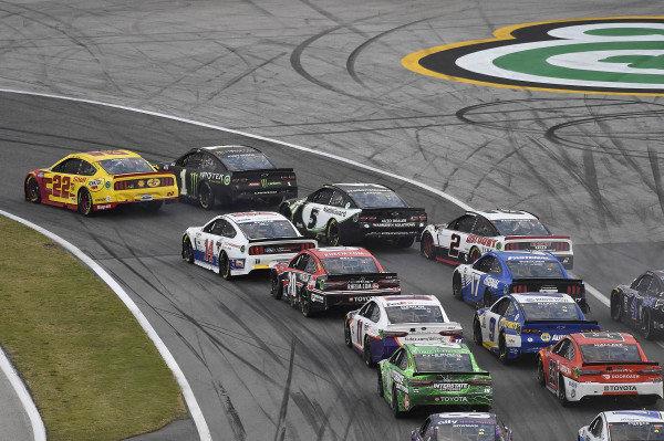 #22: Joey Logano, Team Penske, Ford Mustang Shell Pennzoil and #1: Kurt Busch, Chip Ganassi Racing, Chevrolet Camaro Monster Energy lead