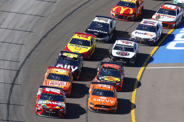 #18: Kyle Busch, Joe Gibbs Racing, Toyota Camry SKITTLES and #14: Clint Bowyer, Stewart-Haas Racing, Ford Mustang ITsavvy