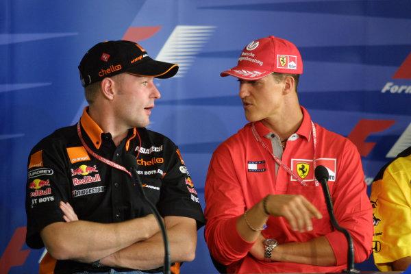 2001 Brazilian Grand Prix.Interlagos, Sao Paulo, Brazil. 30/3-1/4 2001.Jos Verstappen (Arrows Asiatech) and Michael Schumacher (Ferrari) at a press conference.World Copyright - Rose/LAT Photographicref: 8 9 MB Digital