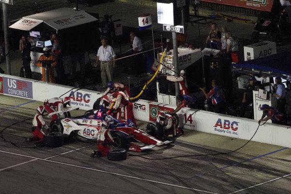 Tony Kanaan, A.J. Foyt Enterprises Chevrolet, pit stop