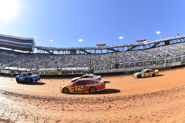 #12: Ryan Blaney, Team Penske, Ford Mustang Advance My Track Challenge, #18: Kyle Busch, Joe Gibbs Racing, Toyota Camry M&M's Messages
