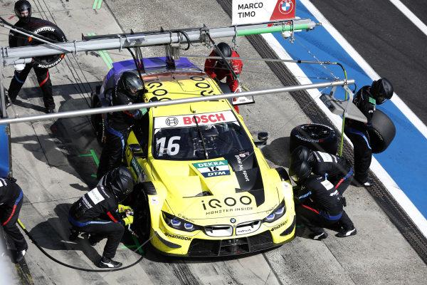 Timo Glock, BMW Team RMG, BMW M4 DTM, pitstop.