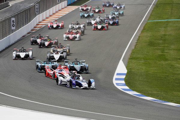 Jake Dennis (GBR), BMW I Andretti Motorsport, BMW iFE.21, heads the field intot he first corner