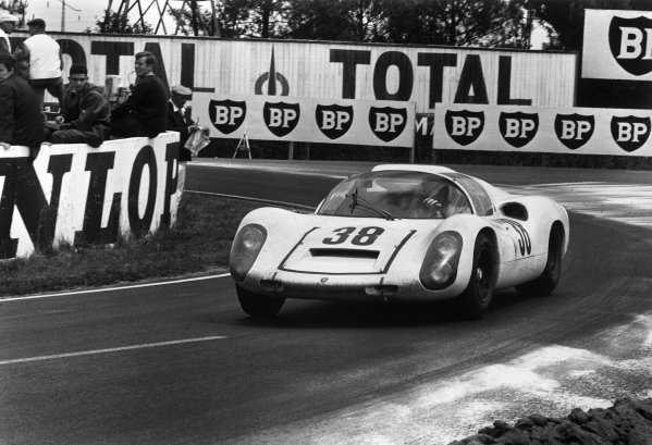 Le Mans, France. 10th - 11th June 1967.Rolf Stommelen / Jochen Neerspasch (Porsche 910), 6th position, action.World Copyright: LAT Photographic.Ref: Motor 550D - 15