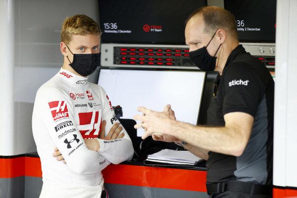 Mick Schumacher speaks with race engineer Gary Gannon.
