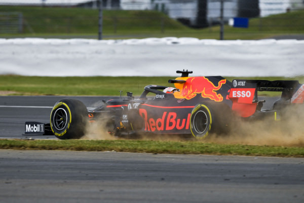Max Verstappen, Red Bull Racing RB15 runs wide