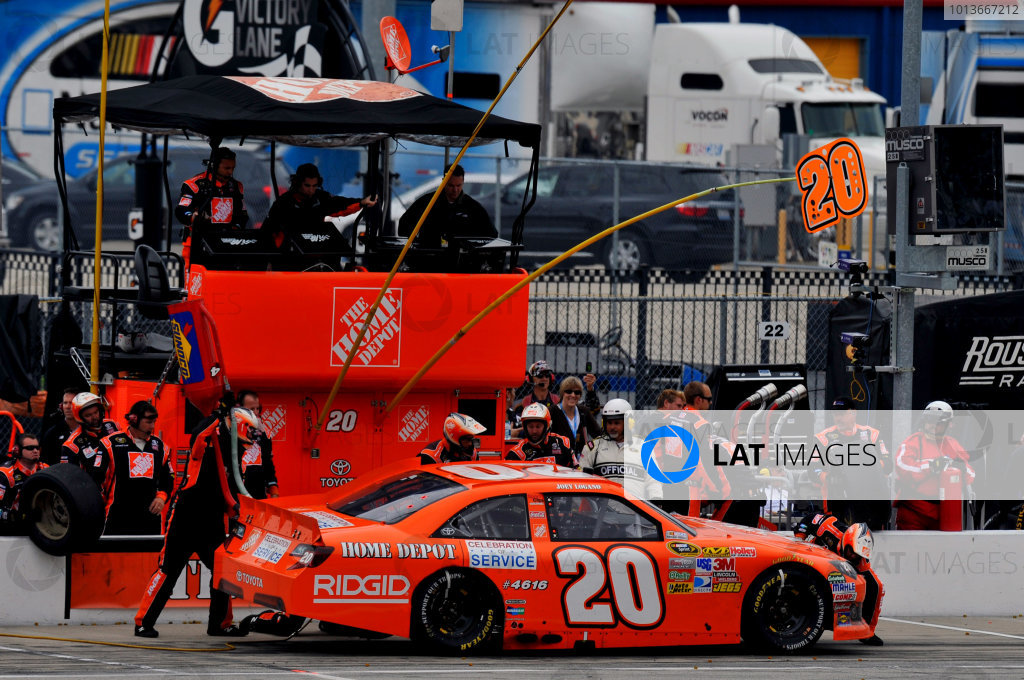 16-18 September, 2011, Joliet, Illinois USAJoey Logano, The Home Depot Toyota Camry pit stop(c)2011, LAT SouthLAT Photo USA