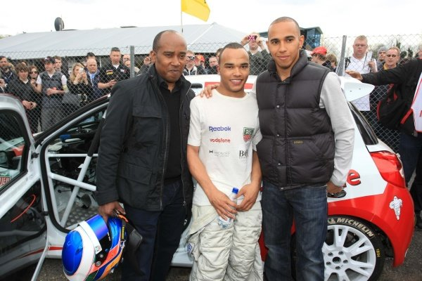 Nicolas Hamilton (GBR), Total Control Racing, centre, with brother Lewis Hamilton (GBR), McLaren, right, and father Anthony Hamilton (GBR), left.
