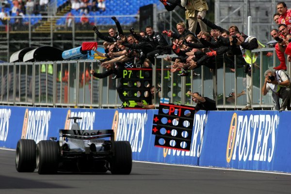 Race winner Kimi Raikkonen (FIN) McLaren Mercedes MP4/19B is cheered by his team from the pit wall at the end of the race. Formula One World Championship, Rd14, Belgian Grand Prix, Race Day, Spa-Francorchamps, Belgium, 29 August 2004. BEST IMAGE