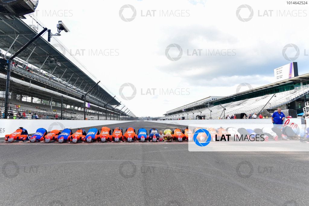 22-23 July, 2016, Indianapolis, Indiana USA Kyle Busch, NOS Energy Drink Toyota Camry and team celebrate by kissing the bricks.  ©2016, Logan Whitton  LAT Photo USA