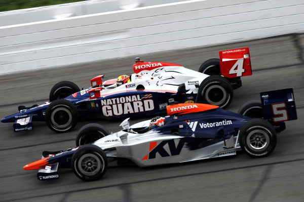Mario Moraes (BRA) KV Racing Technology (#4), and Dan Wheldon (GBR) Panther Racing (#5).