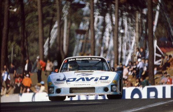 1982 Le Mans 24 hours. Le Mans, France. 19th - 20th June 1982. John Fitzpatrick / David Hobbs (Porsche 935/78-81), 4th position, action.  World Copyright: LAT Photographic. Ref: 82LM17.