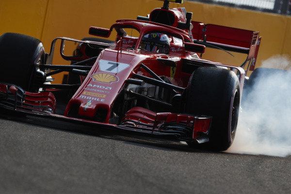 Kimi Raikkonen, Ferrari SF71H, uzamkne predné koleso.