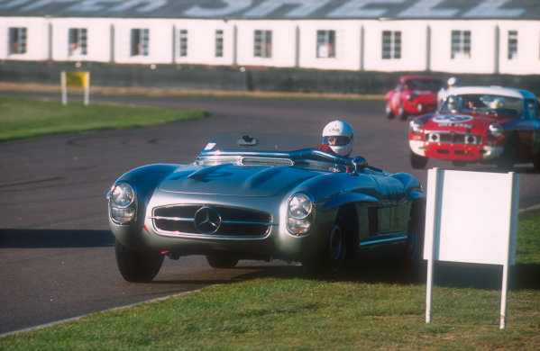 2001 Goodwood Revival.Goodwood, Sussex, England.15-16 September 2001.Graham Scott (Mercedes-Benz 300SLS) 2nd position in the Fordwater Trophy race. Ref-01 GR 54.World Copyright - LAT Photographic