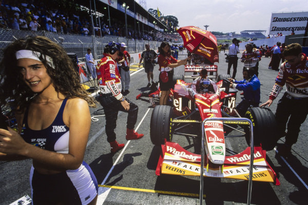 Heinz-Harald Frentzen, Williams FW20 Mecachrome, on the grid.