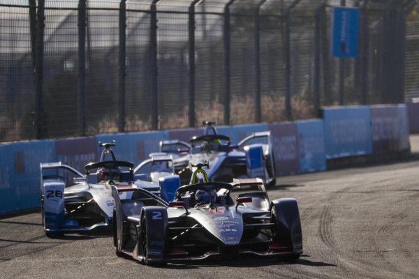 Sam Bird (GBR), Envision Virgin Racing, Audi e-tron FE05, leads Antonio Felix da Costa (PRT), BMW I Andretti Motorsports, BMW iFE.18, and Alexander Sims (GBR) BMW I Andretti Motorsports, BMW iFE.18
