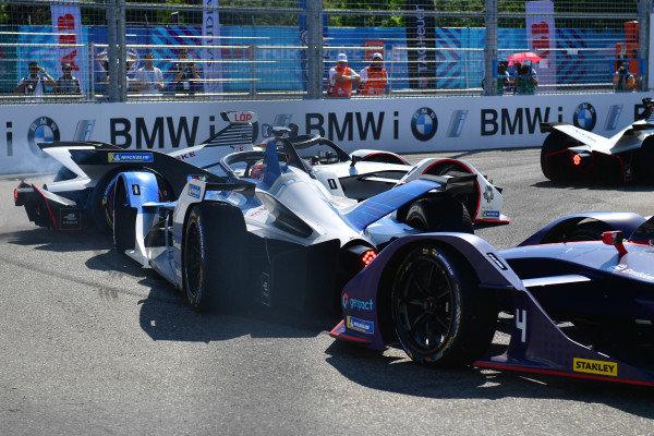 Jose Maria Lopez (ARG), GEOX Dragon Racing, Penske EV-3 leads Antonio Felix da Costa (PRT), BMW I Andretti Motorsports, BMW iFE.18 and Robin Frijns (NLD), Envision Virgin Racing, Audi e-tron FE05