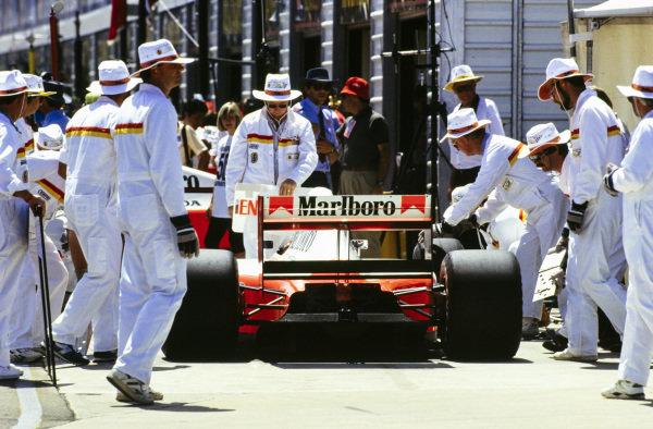 Gerhard Berger, McLaren MP4-6 Honda, stops at the weigh station.