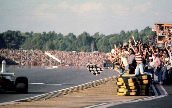 1975 Argentinian Grand Prix. Buenos Aires, Argentina. 10-12 January 1975. Carlos Reutemann (Brabham BT44B Ford) World Copyright - LAT Photographic Ref: 75ARG01