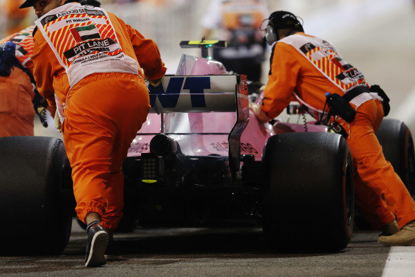 Esteban Ocon, Racing Point Force India VJM11, retires from the race