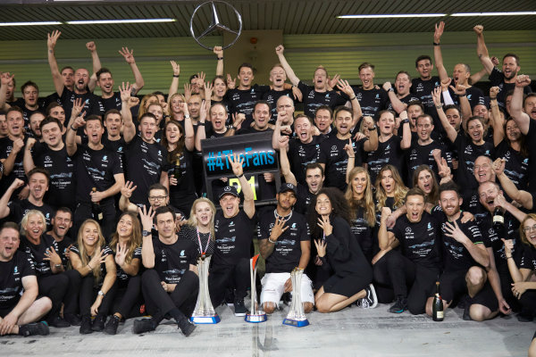 Yas Marina Circuit, Abu Dhabi, United Arab Emirates. Sunday 26 November 2017. Toto Wolff, Executive Director (Business), Mercedes AMG, Valtteri Bottas, Mercedes AMG, 1st Position, his wife Emelia, Lewis Hamilton, Mercedes AMG, 2nd Position, and the Mercedes team celebrate a great race result and another highly successful season. World Copyright: Steve Etherington/LAT Images  ref: Digital Image SNE13471