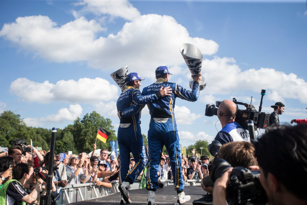 2015/2016 FIA Formula E Championship. London ePrix, Battersea Park, London, United Kingdom. Sunday 3 July 2016. Sebastien Buemi (SUI), Renault e.Dams Z.E.15 and Nicolas Prost (FRA), Renault e.Dams Z.E.15 celebrate on the podium. Photo: Andrew Ferraro/LAT/Formula E ref: Digital Image _FER7618
