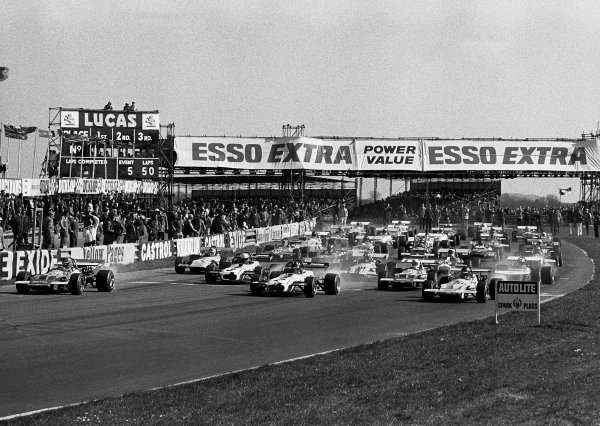 Thruxton, England. 12th April 1971. Rd 2Ronnie Peterson (March 712M - Cosworth FVA/Hart) leads the field away at the start of Jochen Rindt Memeorial Trophy race, action.World Copyright: LAT Photographic.