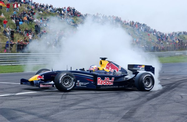 2006 DTM Championship.Round 7, Circuit Park Zandvoort. 1st - 3rd September 2006.Robert Doornbos (NED), Red Bull Racing F1 driver performing a doughnut on the straight during the Red Bull demo.World Copyright: Pieters/xpb cc/LATref: Digital Image Only