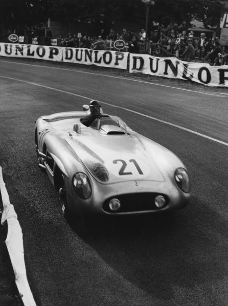 Le Mans, France. 11th - 12th June 1955 Karl Kling/Andre Simon (Mercedes-Benz 300 S), retired, action. World Copyright: LAT Photographic Ref: B/W Print.
