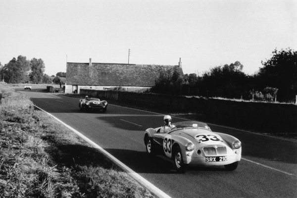 Le Mans, France. 20th - 21st June 1959 Ted Lund/Colin Escott, (MG A Twin Cam), retired, leads Maurice Trintignant/Paul Frere, (Aston Martin DBR1/300), 2nd position, at Maison Blanche, action World Copyright: LAT PhotographicRef: Autosport b&w print. Published: Autosport, 26/6/1959 p814Ref: 20659 - 33A.