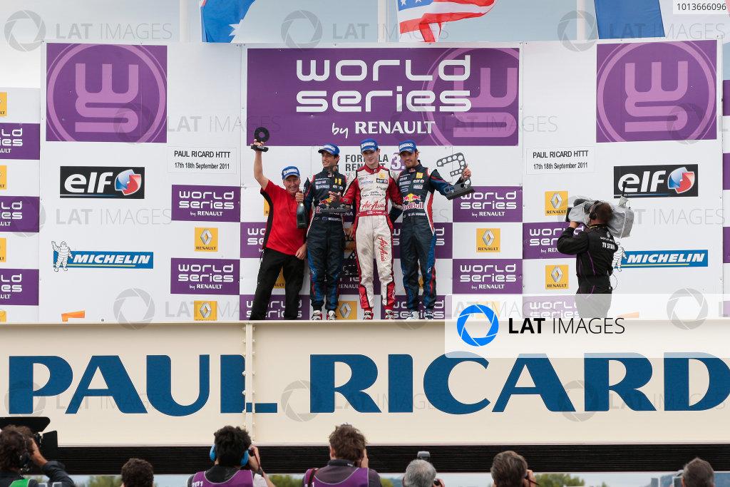 PAUL RICARD (FRA) SEP 16-18 2011 - Round 6 of the Formula Renault 3 5 race 2011 at Paul Ricard. Alexander Rossi (USA), #7 Fortec Motorsport , winner of race 2. Podium. © 2011 Diederik van der Laan / LAT Photographic