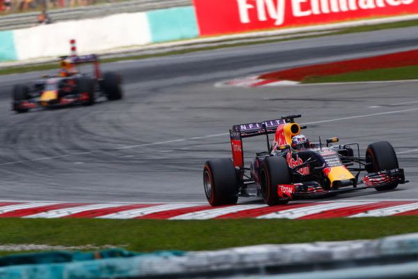 Sepang International Circuit, Sepang, Kuala Lumpur, Malaysia. Sunday 29 March 2015. Daniel Ricciardo, Red Bull Racing RB11 Renault, leads Daniil Kvyat, Red Bull Racing RB11 Renault. World Copyright: Andrew Hone/LAT Photographic. ref: Digital Image _ONZ0288