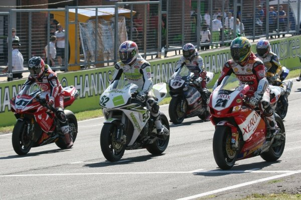2007 World Superbike Championship. Brands Hatch, England. 3rd - 5th August 2007. Troy Bayliss, James Toseland and Noriyuki Haga on the front row of the grid ready for the start of race two. World Copyright: Kevin Wood/LAT Photographic ref: Digital Image