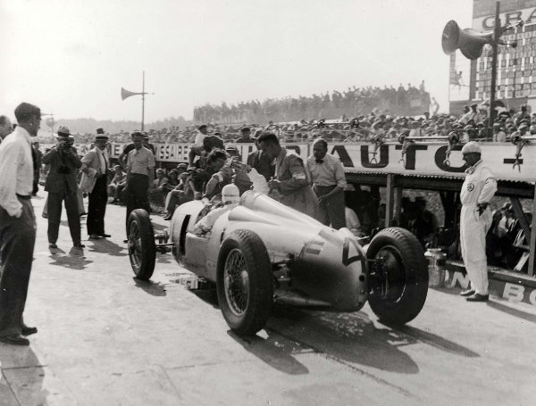 Montlhery, Paris, France. 1 July 1934. Hans Stuck (Auto Union A-typ) retiring from the race with a broken water pump. Ref-Autocar C4174. World Copyright - LAT Photographic