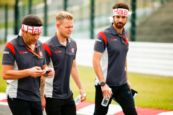 Suzuka Circuit, Japan. Thursday 05 October 2017. Kevin Magnussen, Haas F1, walks the track with his team. World Copyright: Andy Hone/LAT Images  ref: Digital Image _ONZ0721