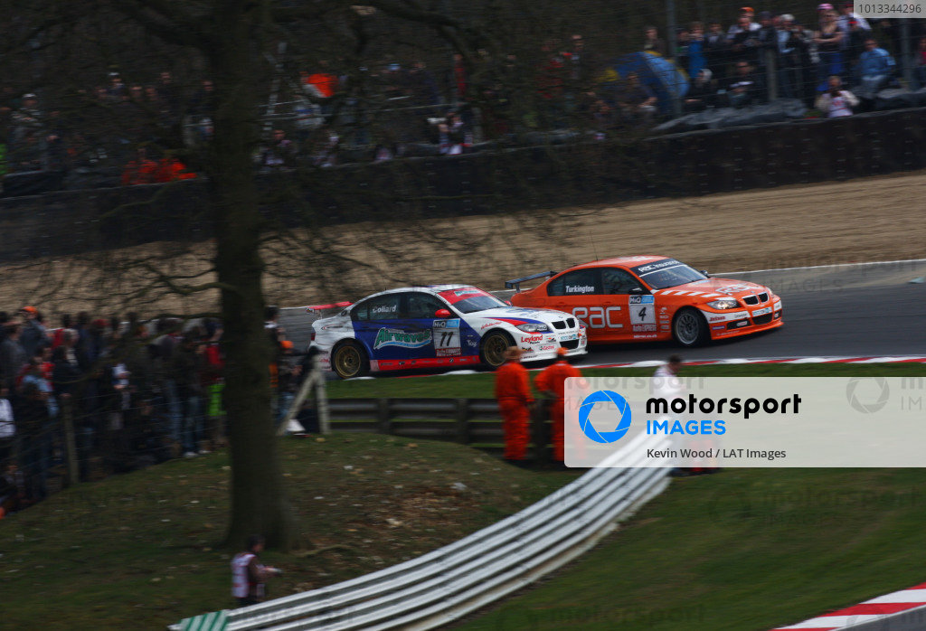 Brands Hatch, UK. 5th April 2009. Rds 1,2,3. Rob Collard, Motorbase BMW, passes Colin Turkington, WSR BMW, for the lead at druids. Action. World Copyright: Kevin Wood/LAT Photographic Ref: Digital Image IMG_9001a