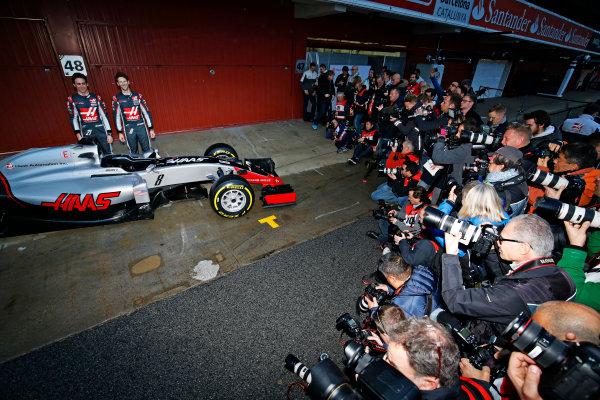 Circuit de Catalunya, Barcelona, Spain Monday 22 February 2016. Romain Grosjean, Haas F1, and Esteban Gutierrez, Haas F1, unveil the Haas VF-16 Ferrari. World Copyright: Sam Bloxham/LAT Photographic ref: Digital Image _SBL3807