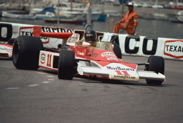 Monte Carlo, Monaco. 27th - 30th May 1976. James Hunt (McLaren M23-Ford), retired, action.  World Copyright: LAT Photographic.  Ref:  76 MON 46.