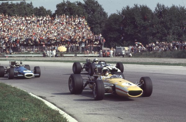 1968 Italian Grand Prix.Monza, Italy.6-8 September 1968.Jo Bonnier (McLaren M5A BRM) leads Vic Elford (Cooper T86B BRM) in the Parabolica. Bonnier finished in 6th position.Ref-68 ITA 25.World Copyright - LAT Photographic