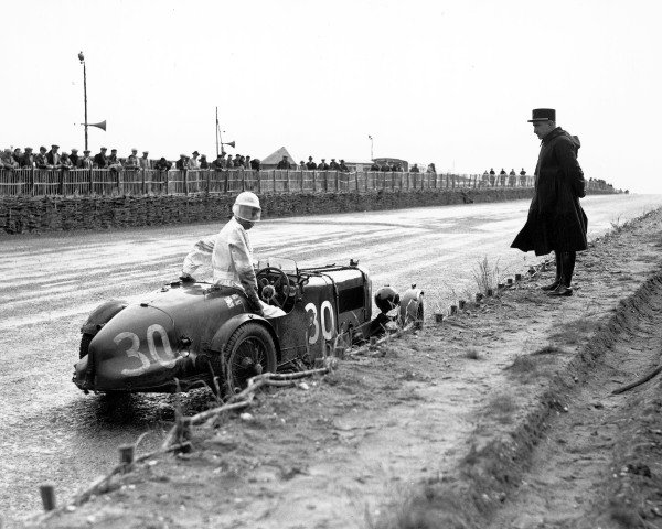 1935 Le Mans 24 hours. Le Mans, France. 15-16 June 1935. A gendarme watches the Goldie Gardner/AC Beloe (Aston Martin Ulster) stop during the race. They finished in 15th position. A Race Through Time exhibition number 17. World Copyright - LAT Photographic Ref: C6541