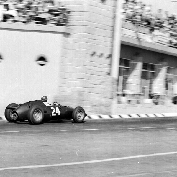 1960 Portuguese Grand Prix.Porto, Portugal.12-14 August 1960.Dan Gurney (BRM P48).Ref-7124.World Copyright - LAT Photographic