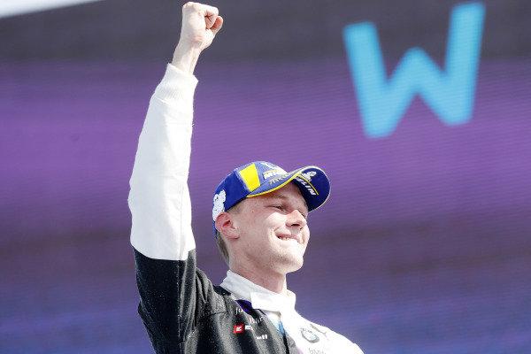 Maximilian Günther (DEU), BMW I Andretti Motorsports, celebrates on the podium