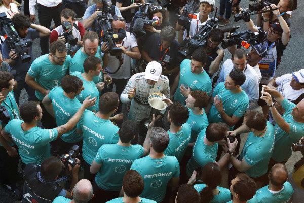 Circuit de Catalunya, Barcelona, Spain. Sunday 10 May 2015. Nico Rosberg, Mercedes AMG, 1st Position, celebrates victory with his team. World Copyright: Sam Bloxham/LAT Photographic. ref: Digital Image _G7C5009